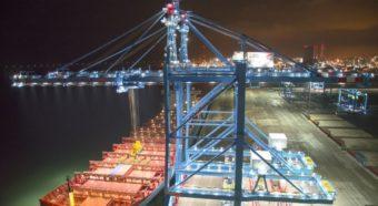 Havenkraanverlichting op de haven van RWG 2e maasvlakte Rotterdam