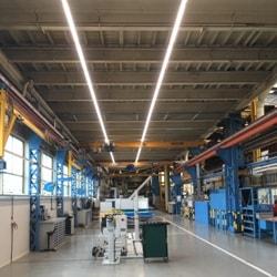 verlichting voorzien van led armaturen in de werkplaats van siemens