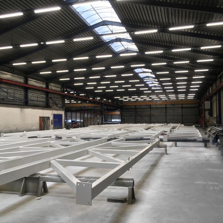 LED Fabriekshalverlichting laag bij Kampstaal spuiterij