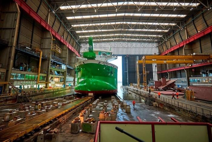 LED armaturen bij een scheepswerf
